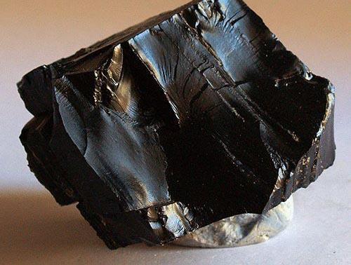 azabache piedra negra