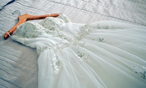 soñar con un vestido para matrimonio arrugado sucio