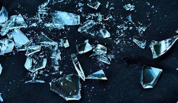 significado de soñar con vidrios rotos