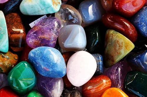 relacionar las piedras con las cartas del Tarot